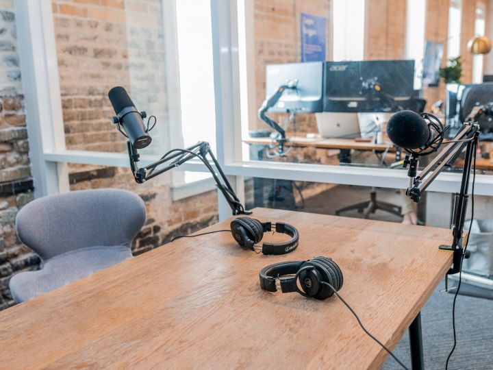 5 Podcast Episodes to Boost Team Efficiency
